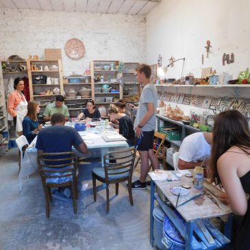 Arch4221-[Made in Italy] Students in Majolica Tile Workshop